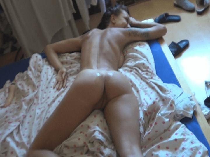 Abgefickte Amateur Schlampe nack einem ausgiebigen Sex Abenteuer