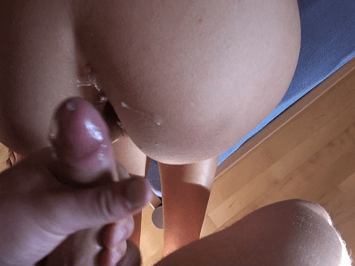 Klitschnasse Muschi nach dem Ficken vollgewichst mit Sperma